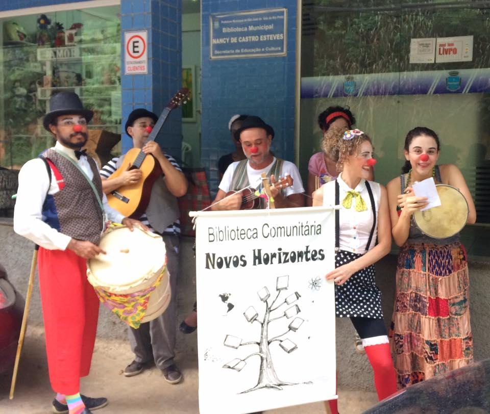 Biblioteca comunitária celebra seis anos de resistência em zona rural no interior do RJ