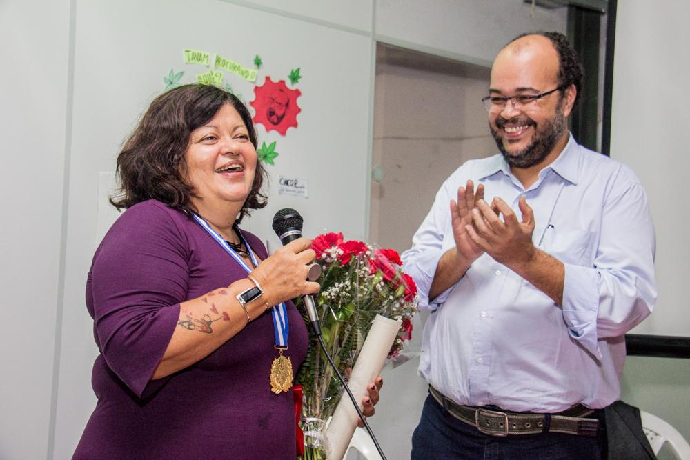 Claudia flores e medalha